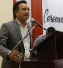 Reconoce Cuitláhuac García esfuerzo y dedicación de 52 alumnos egresados de la Facultad de Derecho de la UPAV